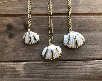 Small Gold Shell Necklace, Christmas Gift for Wife, Gift for Girlfriend, Gift Mom, Mermaid Jewelry, Beach Lover Gift, Minimalist Jewelry