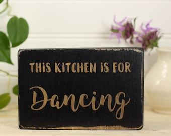 Small kitchen sign with saying in a rustic farmhouse style, Windowsill or shelf ornament, Housewarming gift, This kitchen is for dancing
