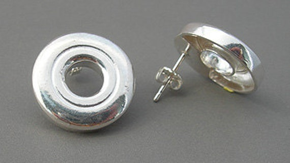 Open Hole Flute Key Post Earrings