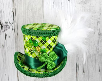 St Patrick's Day Green and White Glitter Shamrock Medium Mini Top Hat Fascinator, Alice in Wonderland, Mad Hatter Tea Party, Derby Hat