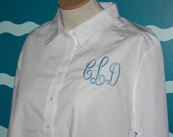 Ladies Fit Monogrammed Button Up shirt - Plus Size monogrammed shirt - Wedding Party Gift - Ladies long sleeve Oxford shirt - Monogram shirt
