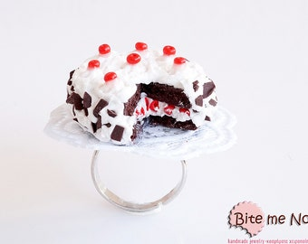 Food Jewelry Black Forest Cake Ring, Miniature Food, Cake Ring, Cake Jewelry, Red Fruit Cake, Mini Food, Kawaii Jewelry