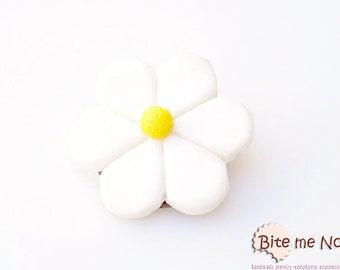 Daisy Brooch, Polymer Clay Brooch, Flower Brooch, Spring Accessories, Cute Jewelry, Kawaii jewelry