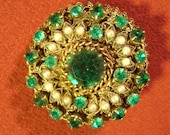 Vintage Brooch Pin Large Round Filigree Filigree Green Glass Gem Stone Pearls Romantic Victorian Antique Gold Tone Pill Box Shape Jewelry