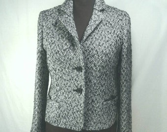 J Crew Short Blazer Jacket Herringbone Tweed Black And White Polyester Wool Blend Fabric Medium Weight Hip Women's Size 8 Medium Small