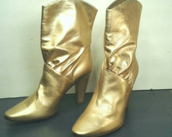 """Sigerson  Gold Leather Boots Booties Ankle 3/4 Gathered Shaft 3"""" 4"""" Heels Stunning Hip Designer Italian Shoes Women's Size 8.5"""
