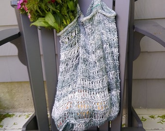 green white sturdy knit shopping bag