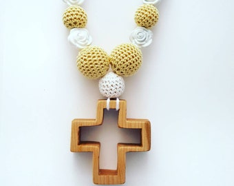Teether Necklace for Mom. Nursing Necklace wood. Natural Jewelry. Nursing Necklace Cross. Crochet Nursing Necklace. Catholic gift for her