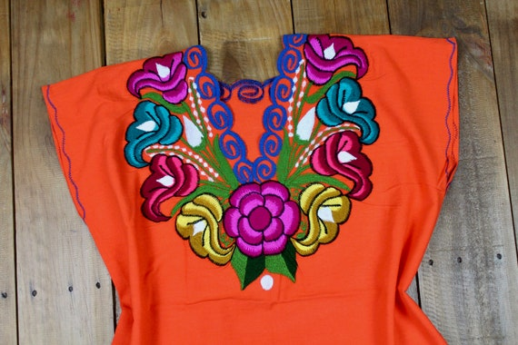 Traditional Embroidered Multicolor Flower Mexican Huipil on 100/% Cotton-Black-BOHO-Hippie-Frida Kahlo-Festival Fashion-Fiesta Rose Gift