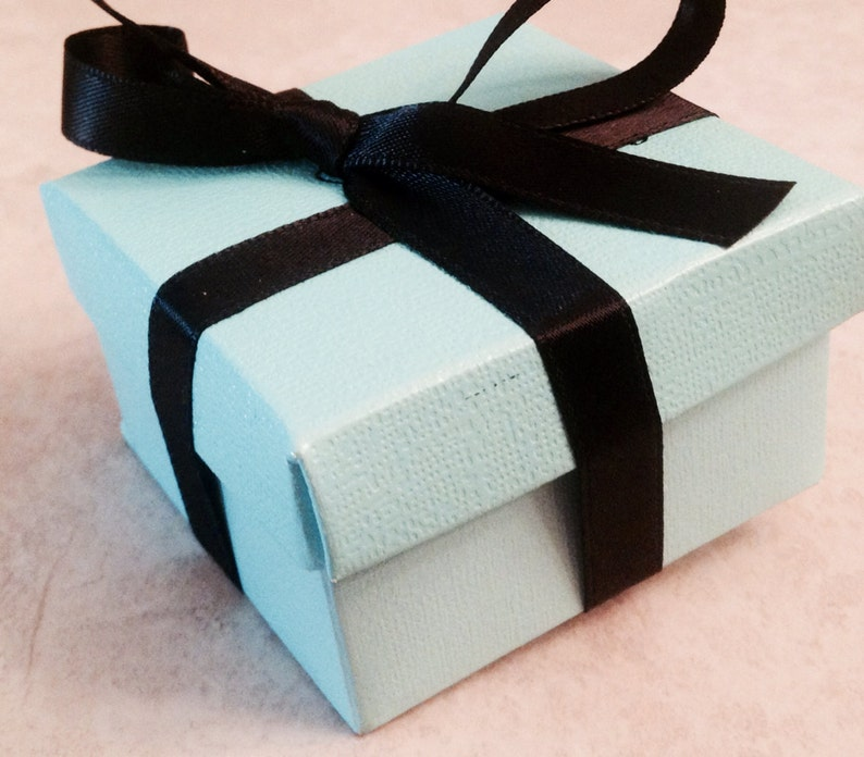Add a gift wrapped box image 0