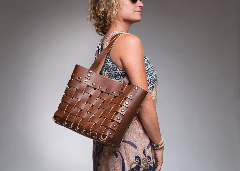 Leather strap tote bag The Finnegan image 1