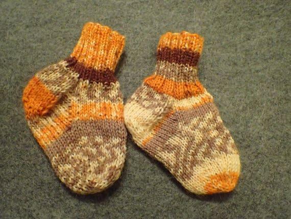 Chaussettes de bébé tricotés à la main