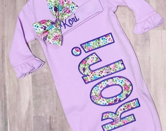 344b6046e Personalized Lavender Baby Gown and Hat with bow. Purple Floral. Baby Girls  Coming Home Outfit. Newborn. Baby Shower gift. Custom