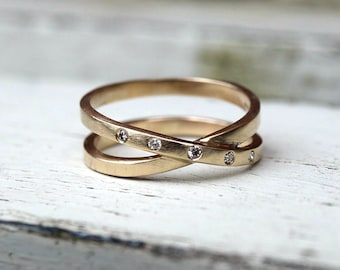 9ct recycled yellow gold infinity diamond band