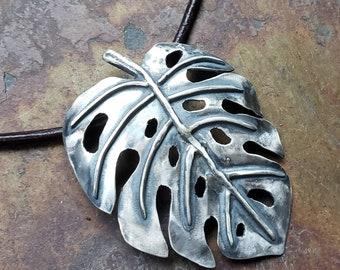 Monstera Deliciosa Pendant, Philodendron Necklace, Monstera Necklace, Nature Necklace, Plant Necklace, Houseplant Jewelry, Monstera Jewelry