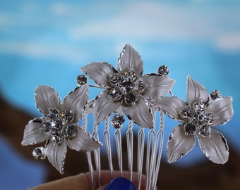 White Flowers with Rhinestone Centers Bridal Comb/ Hair Comb/ Wedding Comb