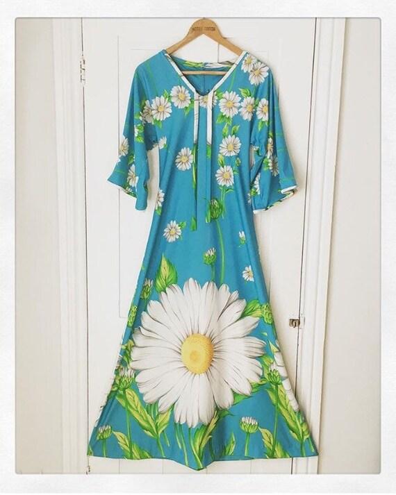 Rare 1970s daisy hippie dress
