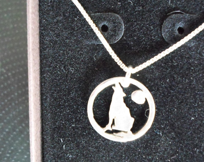 Wolf necklace dime size w/stelring silver chain
