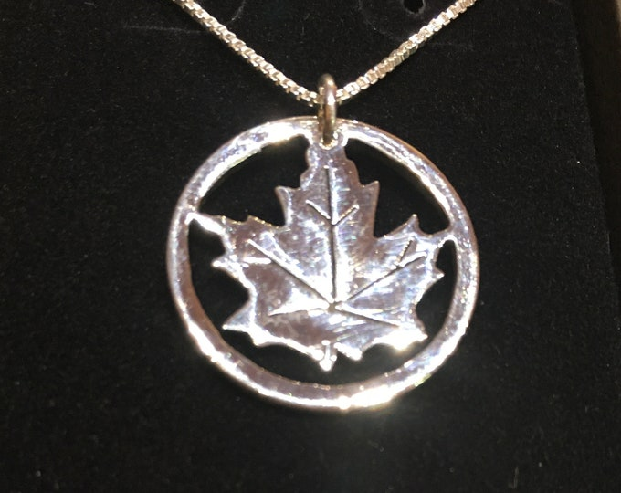 Maple leaf necklace with silver silver chain
