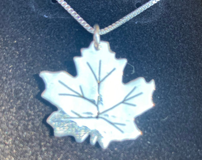 Maple leaf necklace w/sterling silver chain