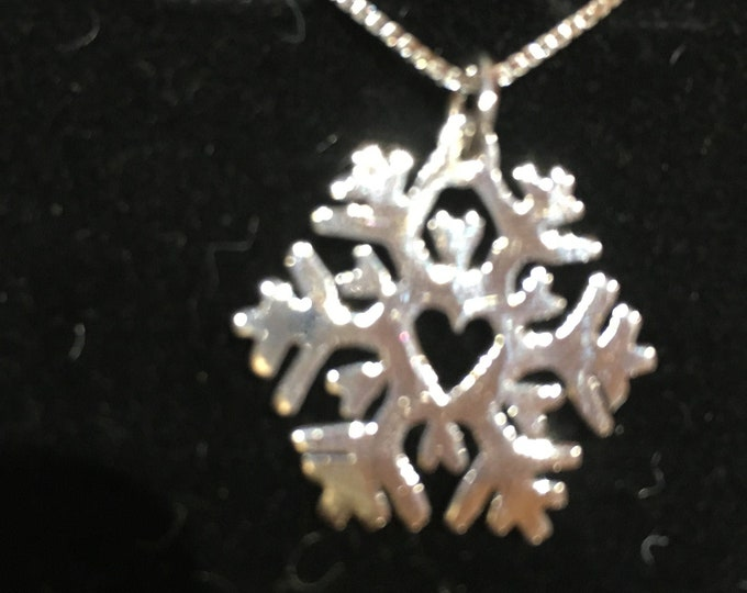 Heart snowflake w/sterling silver chain