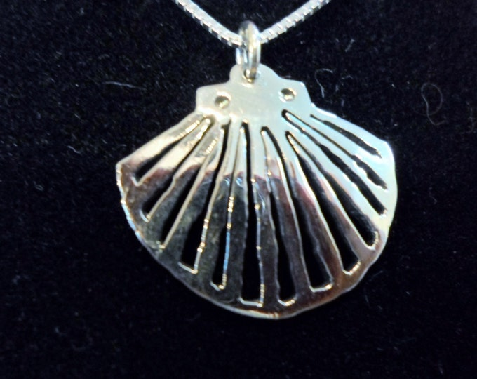 Shell necklace quarter size w/sterling silver chain