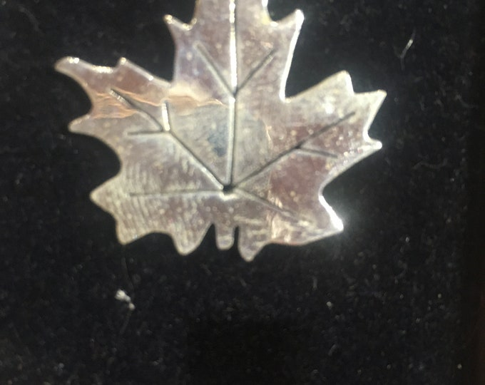 """Maple leaf necklace w/sterling silver 18"""" chain with magnets"""
