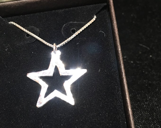 Cowboys star w/sterling silver chain quarter size
