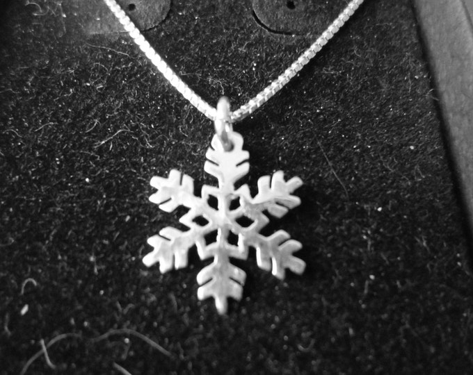 snowflake necklace dime size w/stering silver chain
