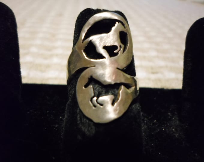 2 horse spoon style ring
