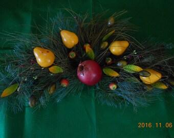 Colonial Williamsburg Spray, Fruit Plaque