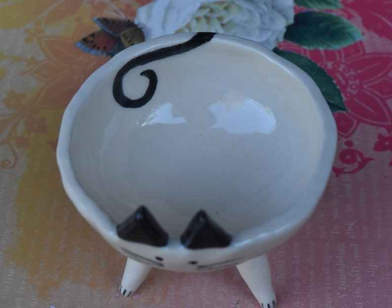 Small cat bowl Hand painted Siamese cat bowl Hand painted cat dish Siamese cat bowl Cat bowl Pet dish Cat ring holder bowl