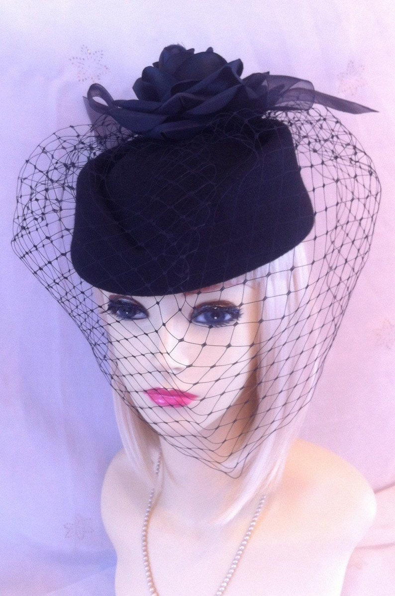 96d7f4c2a Vintage Pillbox hat 1940 1950 wool felt netted veil christmas gift funeral  wedding widow burlesque retro rockerbilly wartime face net black