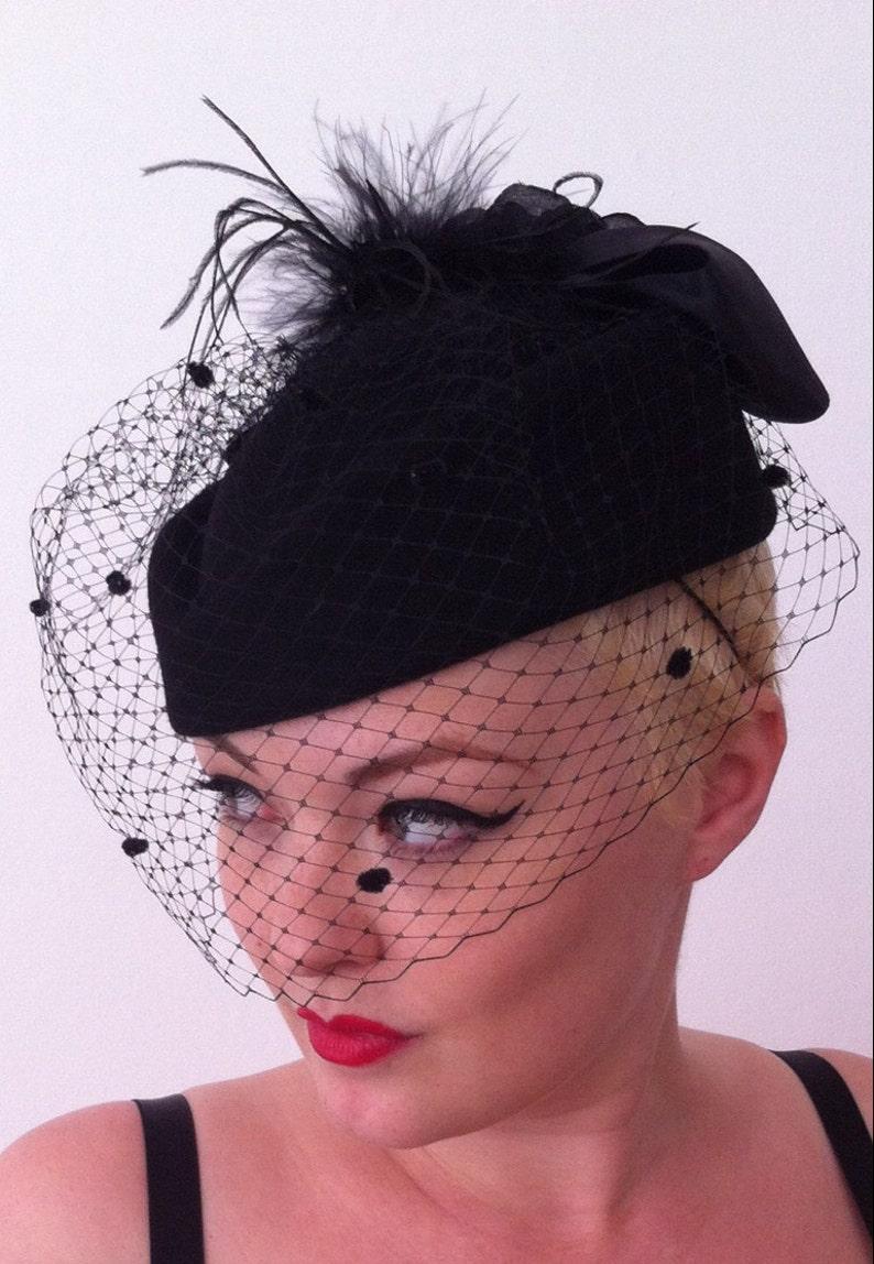 Vintage Pillbox hat 1940 1950 wool felt netted veil christmas gift funeral  weddi... Vintage Pillbox hat 1940 1950 wool felt netted veil christmas gift  ... 273f05626afe