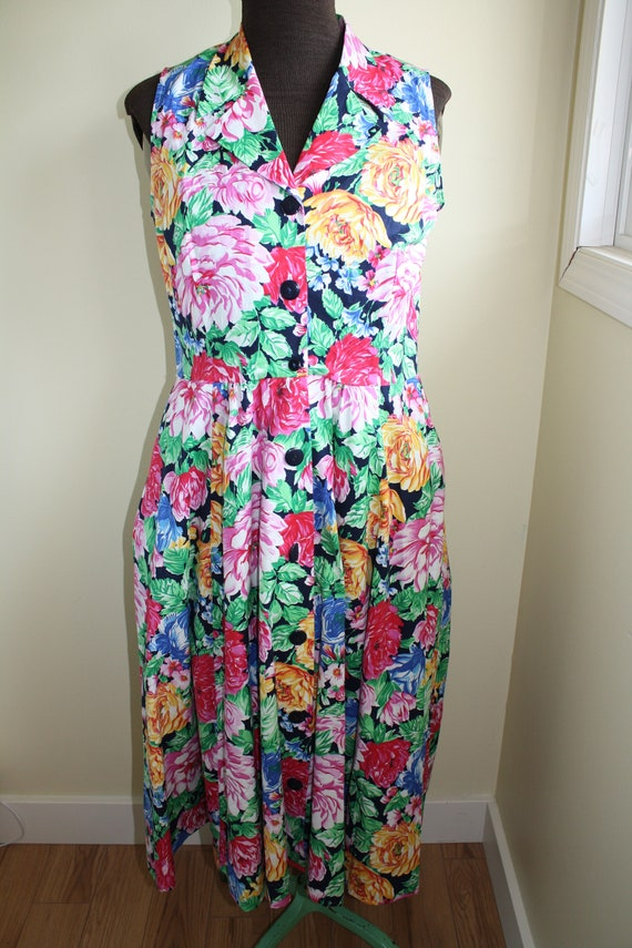 Lovely 80's Vintage flowery dress Size 11/12