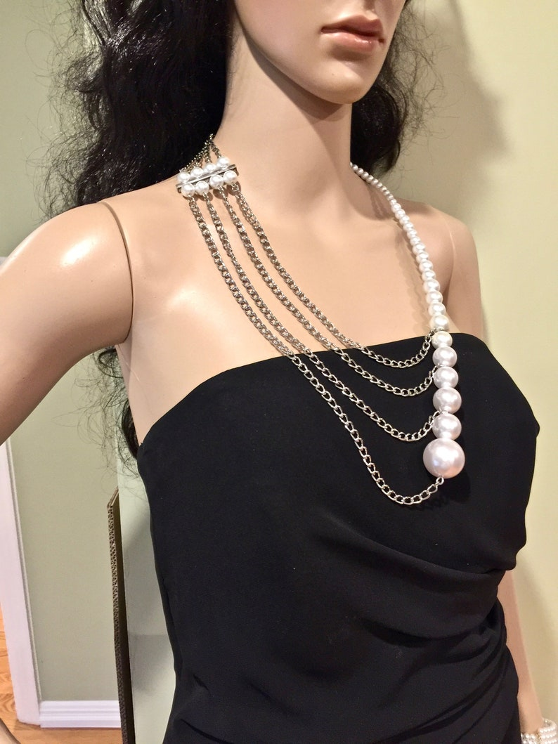 Asymetrical Pearl Necklace Bridal Bridemaid Accessory Shoulder Necklace Pearl Body Jewelry Fashion Pearl Jewelry White Pearl Necklace