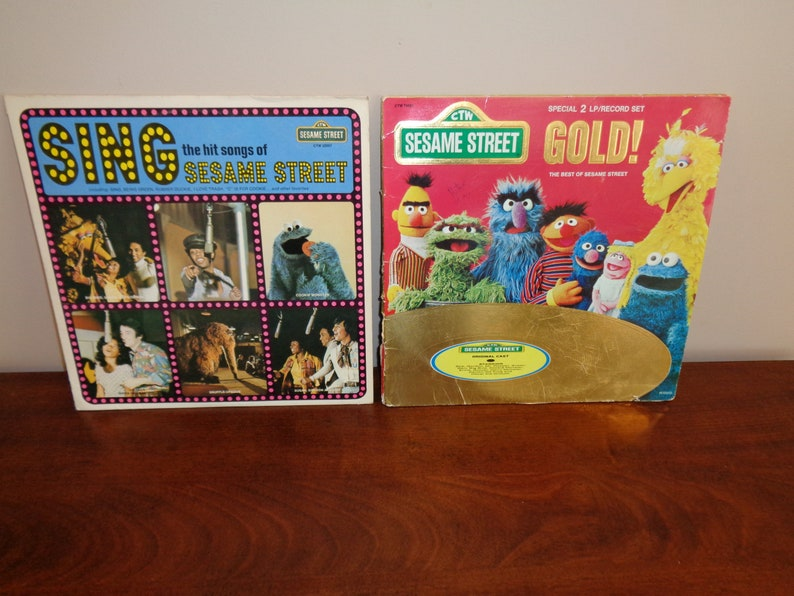2 Sesame Street Vinyl Record Albums 1977 Gold 2 Record Set & 1974 Sing the  Hit Songs of Sesame Street