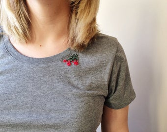 Embroidered t-shirt.Grey tee shirt. Feminine shirt. Floral women's top.Stitched red roses.Minimal embroidery Flower tee. Fitted comfy jersey