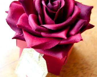 10x Curved Rose Favour Boxes with Glitter Tag