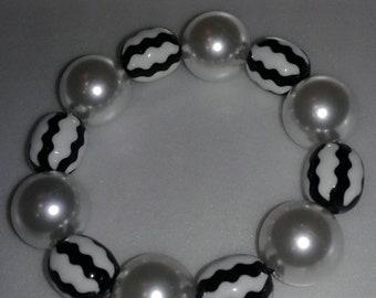 Black and white pearl chunky bead bracelet