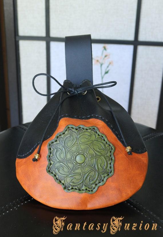 4edc0b2f5dc5 Pochette ceinture en cuir celtique médiéval grandeur nature   Etsy
