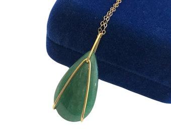 Green Jade Teardrop Necklace - Vintage 12K Goldfilled Jade Pendant Necklace - Nephrite Retro Necklace - Pendant Charm Jewelry Green Stone