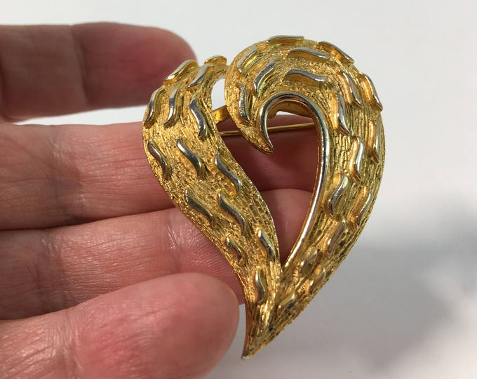 Vintage Gold tone Heart Brooch - Textured Abstract Heart Shape Pin - Retro Mid Century Gold Color Accessory