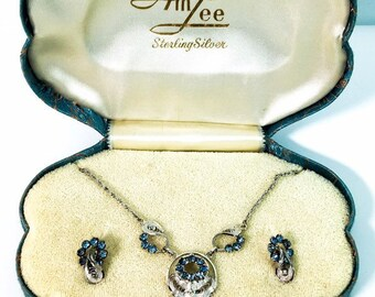 Vintage Am Lee Demi Parue Earrings & Necklace in Satin Case Retro Jewelry Set