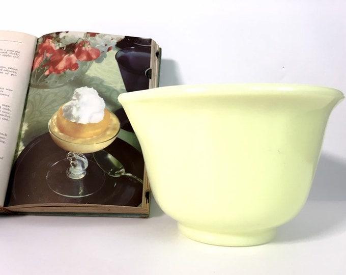 Vintage Hamilton Beach Custard Yellow Mixing Bowl w/ Spout - Retro Opaque Milk Glass 1950s Kitchenware Decor Collectible