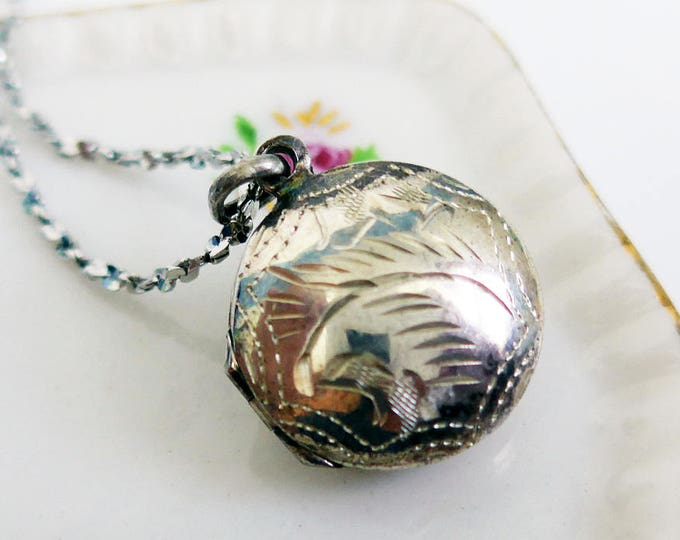 SHIPS FREE to U.S. Vintage Sterling Etched Locket - Round Silver Puffy Etched Locket on Sterling Silver Chain - Dainty 925 Puff Locket