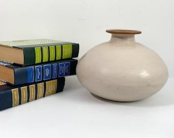 Vintage Peruvian Pottery Squat Round Vase  Off-white Light Tan w/ Brown Rim - Chulucanas Signed JA Cinto & dated 2000 Retro Mod Home Decor