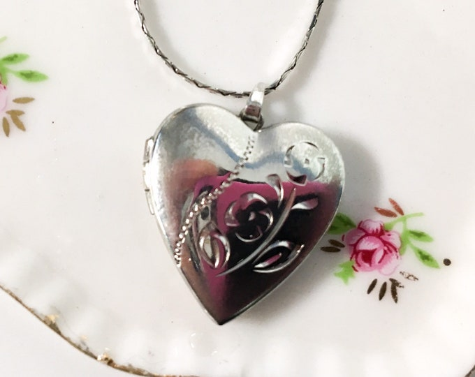 """Vintage Sterling Silver Locket w/ 2 Etched Flowers - Retro 925 Pendant 2 Photo Compartments - Necklace on 14"""" Flat Herringbone Silver Chain"""