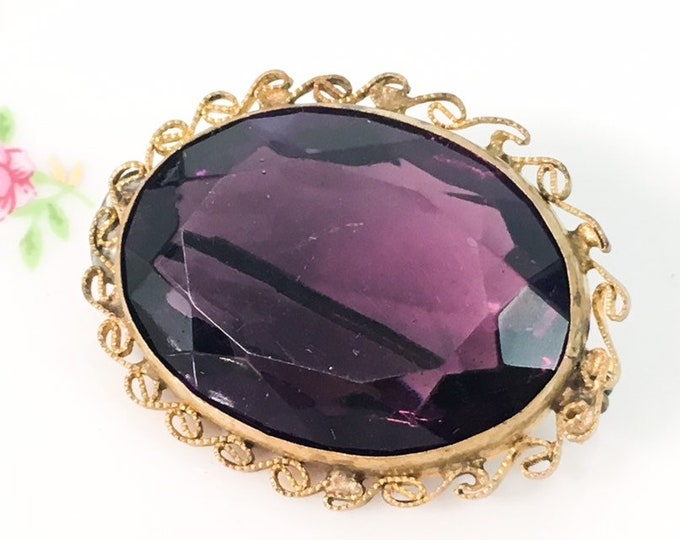 Vintage / Antique Costume Jewelry Purple Oval Faceted Glass Pin Brooch - Gold Tone Victorian Statement Jewelry