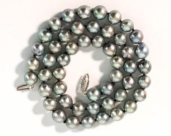 "Vintage Grey Pearl Necklace w/ 14K White Gold Clasp - 17 1/2"" Long Necklace - 8 mm Gray Pearls Single Strand Hand Knotted Princess Length"